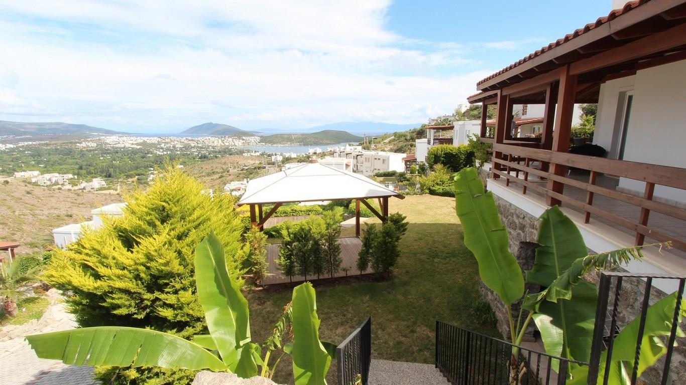 Bitez de satılık deniz manzaralı müstakil ev