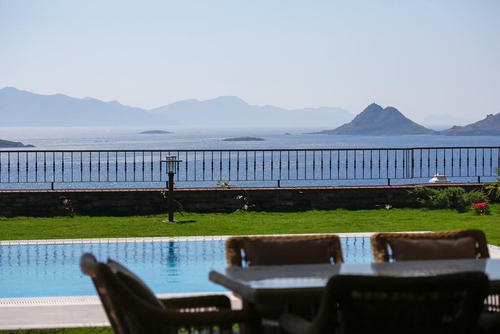 Deniz Manzaralı Satılık Müstakil Villa